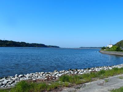 浜松市西区和地町は、湖に面した町。浜名湖の穏やかな風景が広がっている。