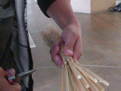 レットを使いながら針金をギュウギュウに巻き付けます。
